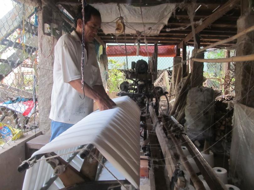 Làng nghề dệt khăn rằn trăm năm tuổi ở vùng đất sen hồng - 3
