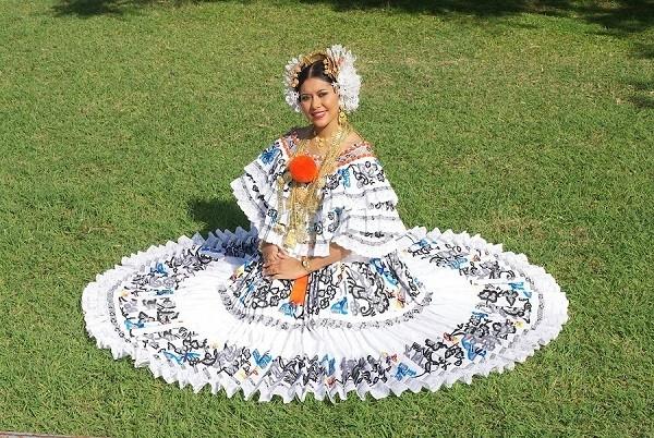 Những trang phục truyền thống ấn tượng và kỳ lạ trên thế giới - 12