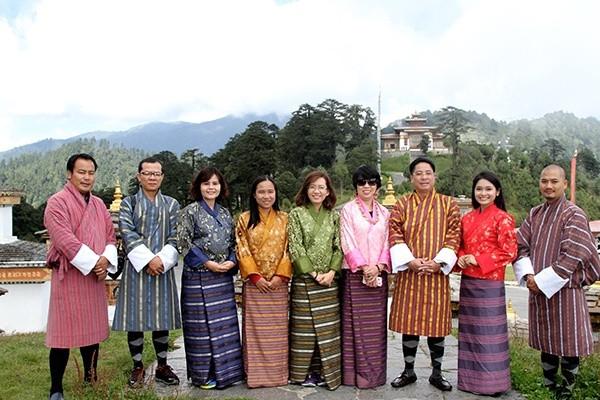 Những trang phục truyền thống ấn tượng và kỳ lạ trên thế giới - 6