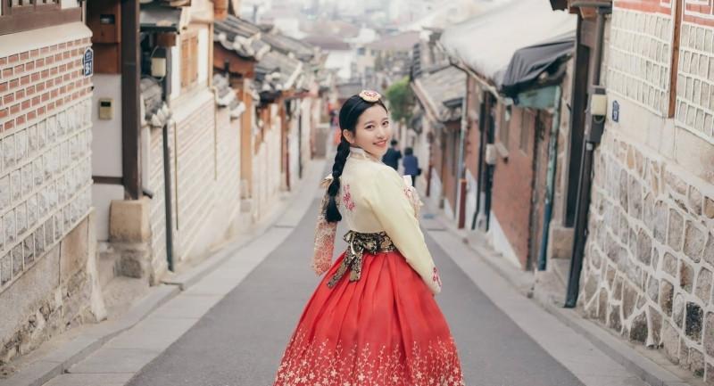 Những trang phục truyền thống ấn tượng và kỳ lạ trên thế giới - 7