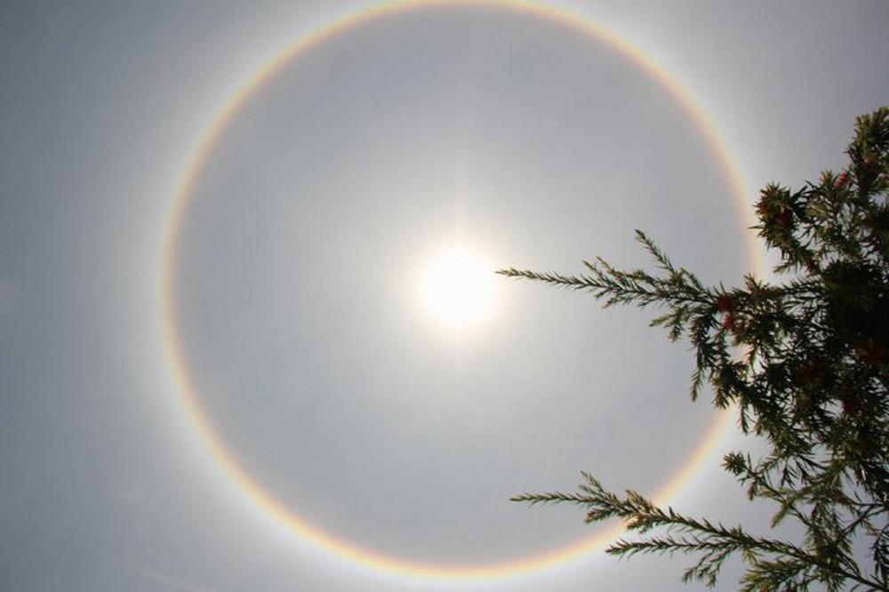 Kỳ thú quầng mặt trời: Hiện tượng thiên nhiên đẹp như truyện thần tiên, may mắn lắm mới được chứng kiến, từng xuất hiện ở Việt Nam - Ảnh 4.