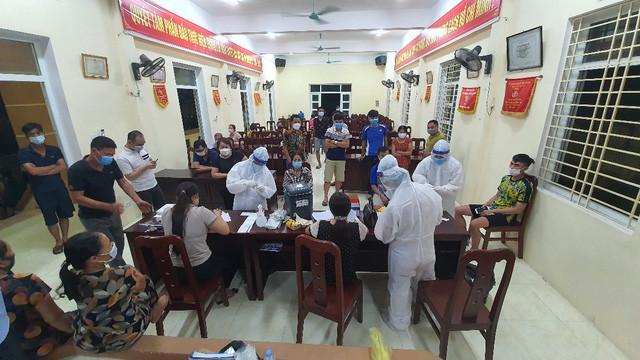 Chùm dương tính cộng đồng tăng thêm chục ca, Hà Nam phong toả nhiều khu vực - Ảnh 2.