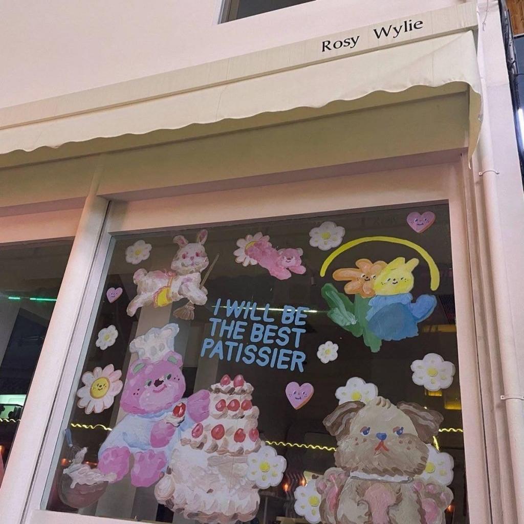 Triệu Lộ Tư khoe quán cà phê riêng nhưng netizen soi ra hàng loạt chi tiết 'copy' thiết kế của Hàn Quốc