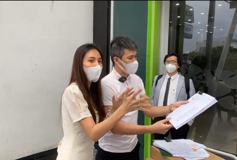 Thủy Tiên - Công Vinh xác nhận đã nộp đơn tố cáo bà Phương Hằng-1