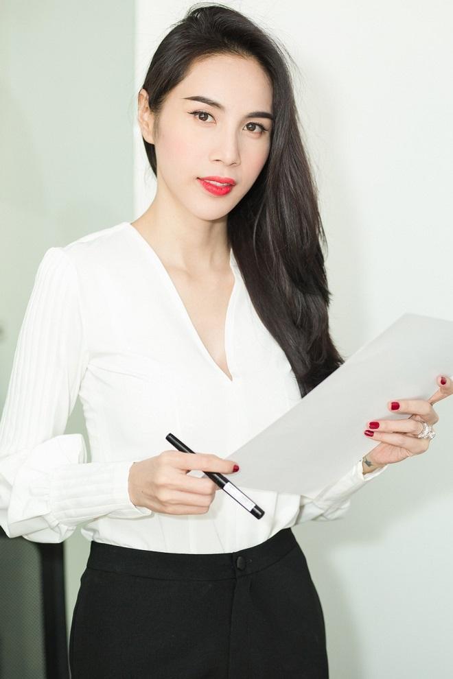 Thủy Tiên - Công Vinh xác nhận đã nộp đơn tố cáo bà Phương Hằng-4