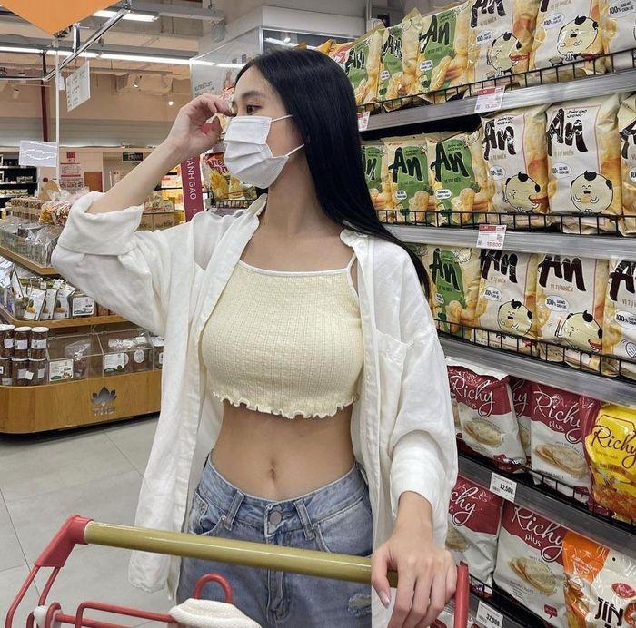 Jun Vũ eo bé bằng nắm tay - Thiều Bảo Trâm sexy tuổi 27-4