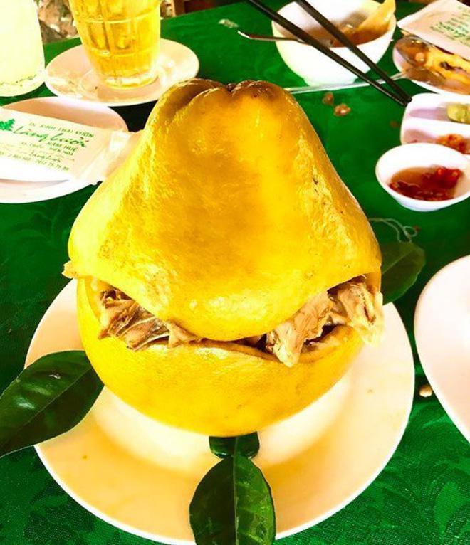 Bắt cả con gà chui tọt vào quả bưởi, thành đặc sản nổi tiếng Đồng Nai-2