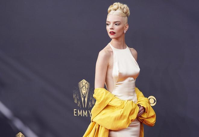 Ngắm bản vẽ trang phục của Anya Taylor-Joy tại giải Emmy - 7