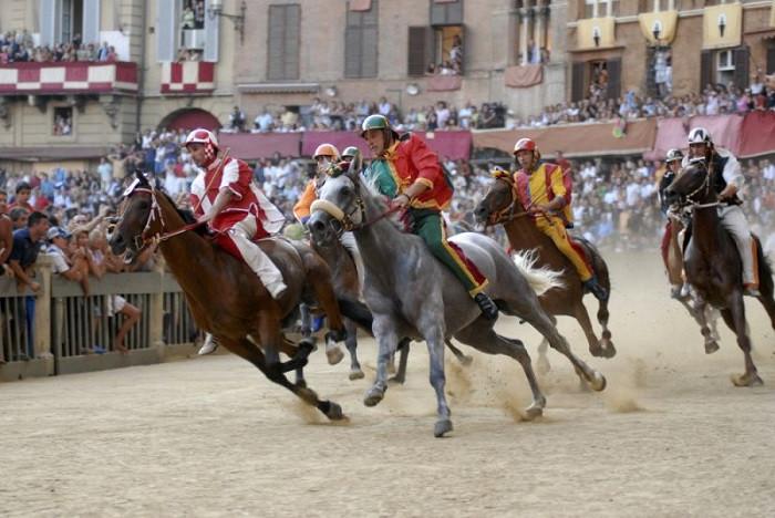 Những lễ hội ở Ý sôi động nhất xứng đáng để bạn book ngay một kỳ nghỉ khi hết dịch - 5