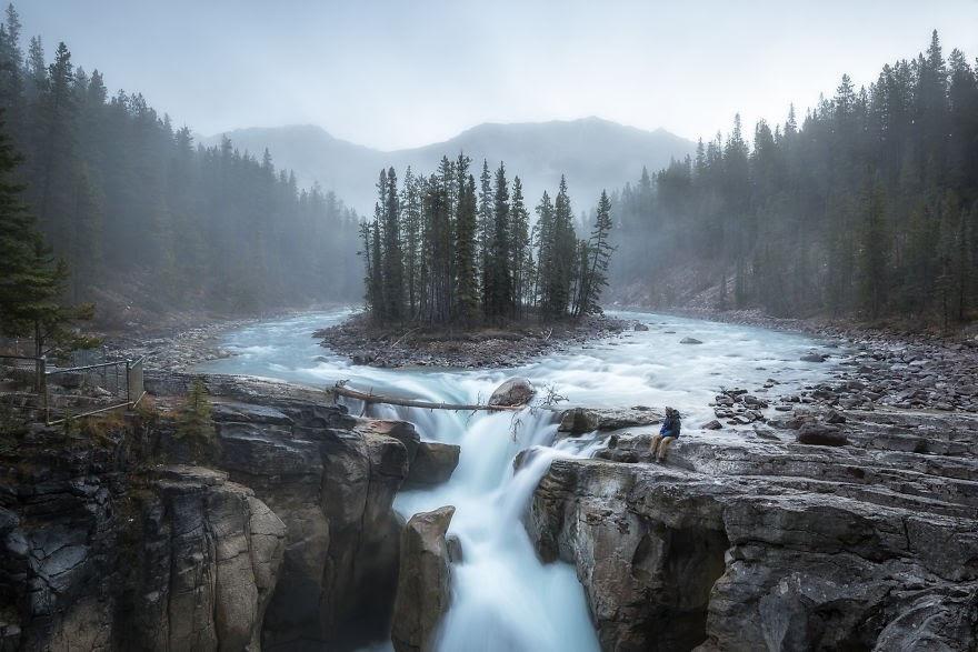 Choáng ngợp trước thiên nhiên hùng vĩ qua bộ ảnh của cặp đôi Canada - 4
