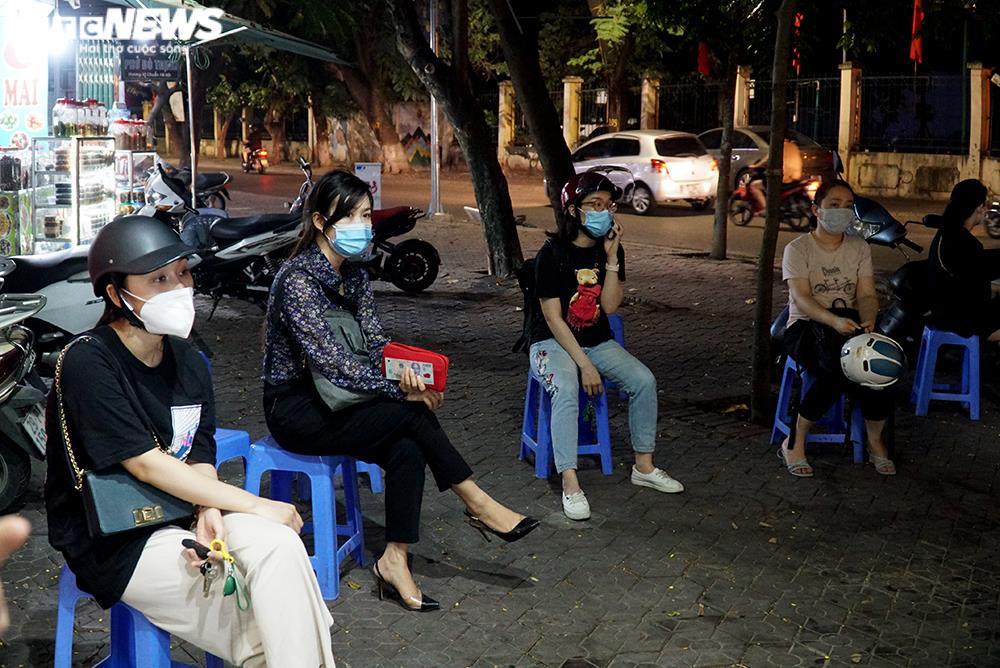 Người mua tăng đột biến, quán ăn ở Hà Nội không còn đồ để bán - 2