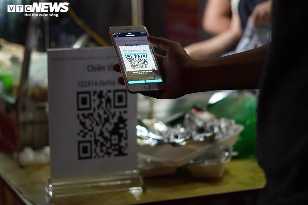 Người mua tăng đột biến, quán ăn ở Hà Nội không còn đồ để bán - 4