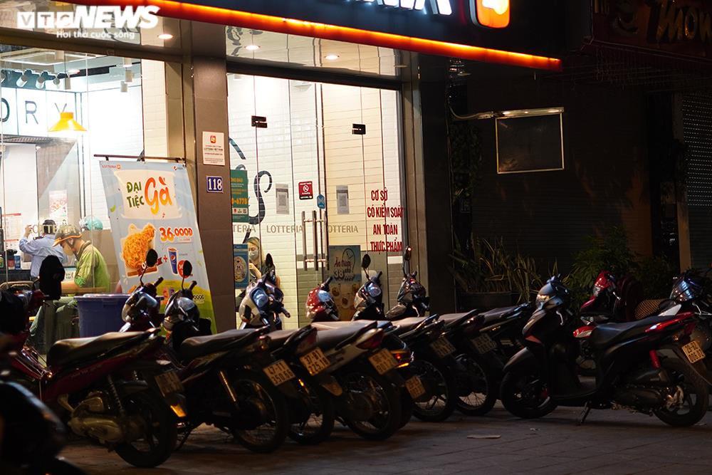 Người mua tăng đột biến, quán ăn ở Hà Nội không còn đồ để bán - 9