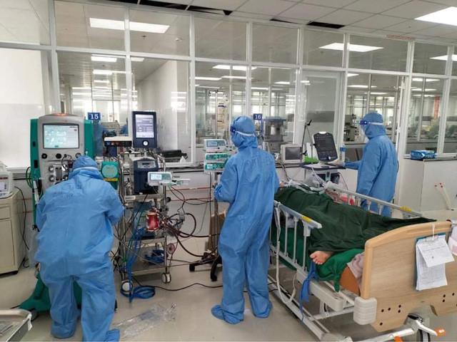 Sản phụ mắc COVID-19 được cứu sống ngoạn mục khi còn nằm trên giường bệnh