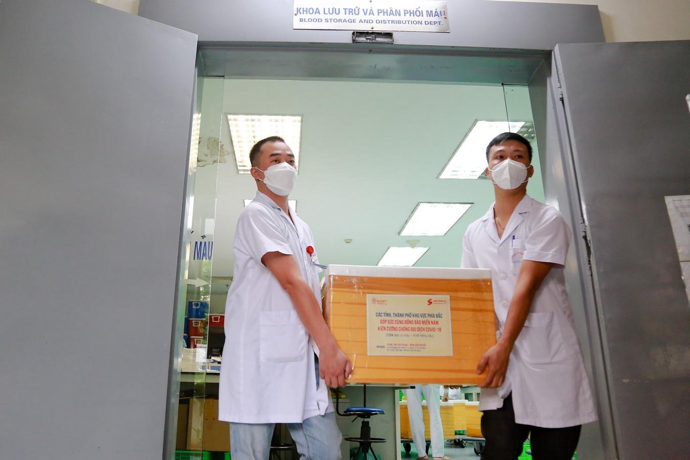 Lần đầu tiên vận chuyển máu hiếm từ Bắc vào Nam giữa dịch COVID-19 - Ảnh 2.