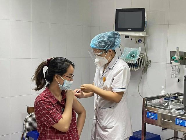 Bộ Y tế: Khẩn trương tiêm vaccine COVID-19 cho phụ nữ mang thai trên 13 tuần   - Ảnh 1.