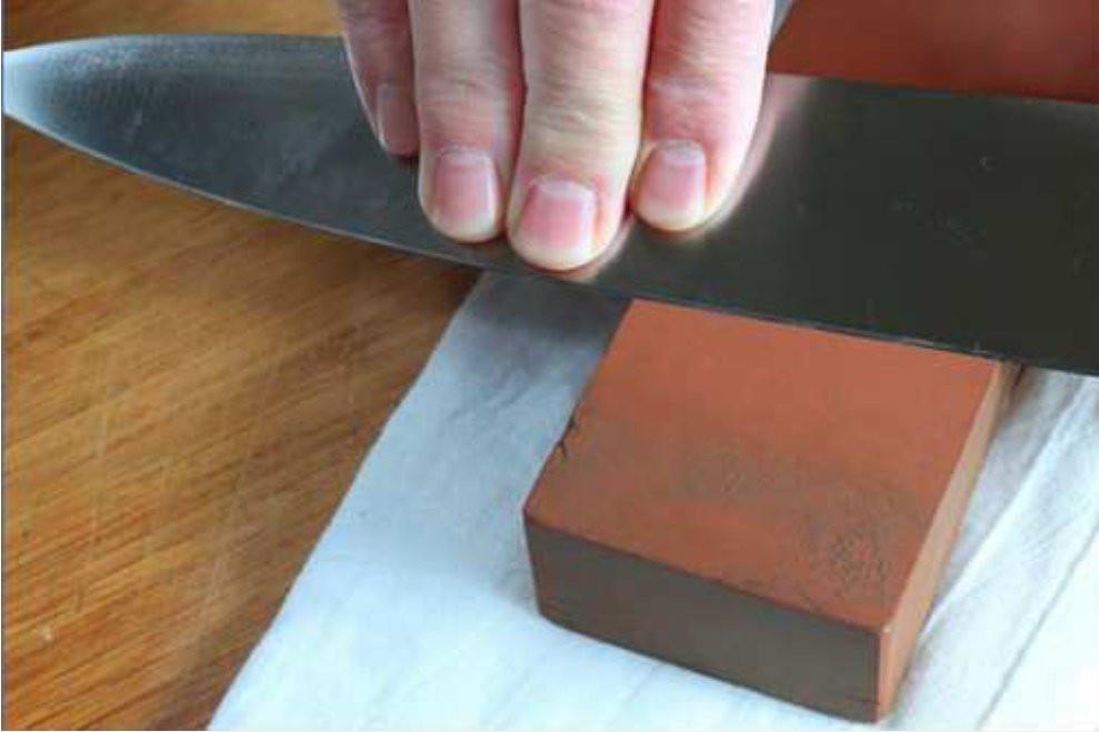 Gợi ý 5 cách mài dao tại nhà giúp sắc như dao đầu bếp-1