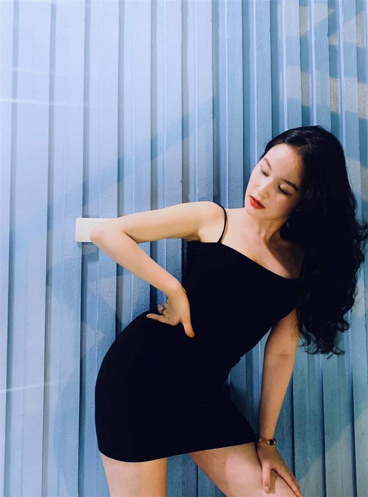 Style đen - trắng gợi cảm của cô tiểu tam Hương Vị Tình Thân-10