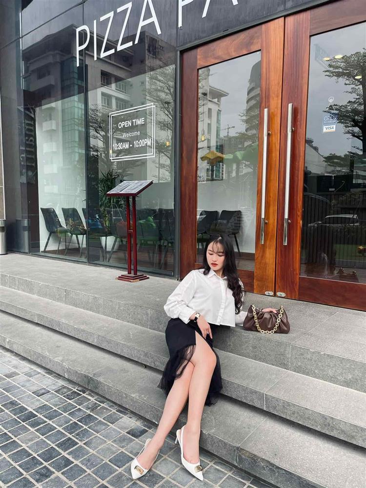 Style đen - trắng gợi cảm của cô tiểu tam Hương Vị Tình Thân-13