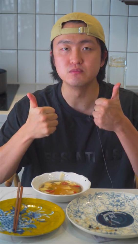 Ăn lại bún chả Hà Nội sau giãn cách, trai Hàn phản ứng mãnh liệt-5