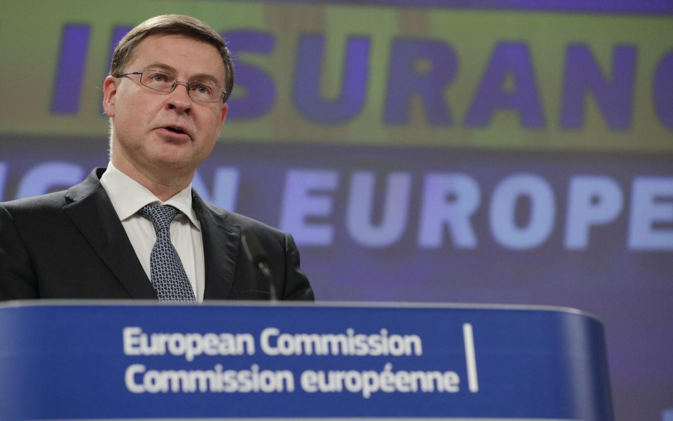 Valdis Dombrovskis. Ủy ban châu Âu thận trọng trong việc phản ứng với AUKUS, EU kêu gọi 'tin tưởng mạnh mẽ hơn' vào Mỹ. (Nguồn: EPA-EFE