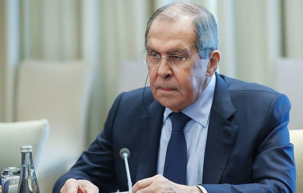Thảo luận kín với Tổng thư ký NATO, Ngoại trưởng Nga khuyên phóng viên: Đừng thử vận may. (Nguồn: TASS)