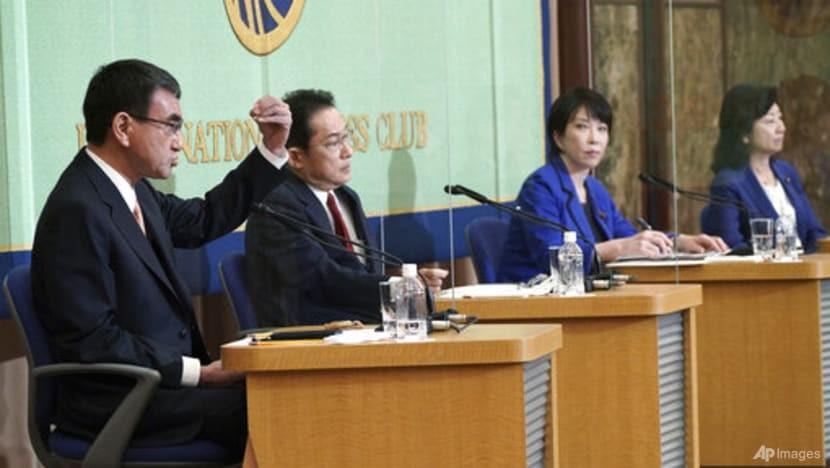 4 ứng cử viên (từ trái sang): Ông Taro Kono, ông Fumio Kishida, bà Sanae Kataichi, bà Seiko Noda, trong cuộc tranh luận hôm 18/9. (Nguồn: AP)