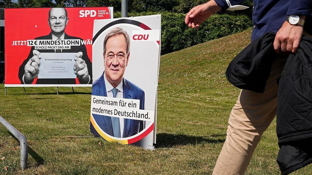 (09.23) Nhiều người dân Đức chỉ biết đến cuộc bầu cử thông qua các tấm áp phích bên cột đèn. (Nguồn: DW)
