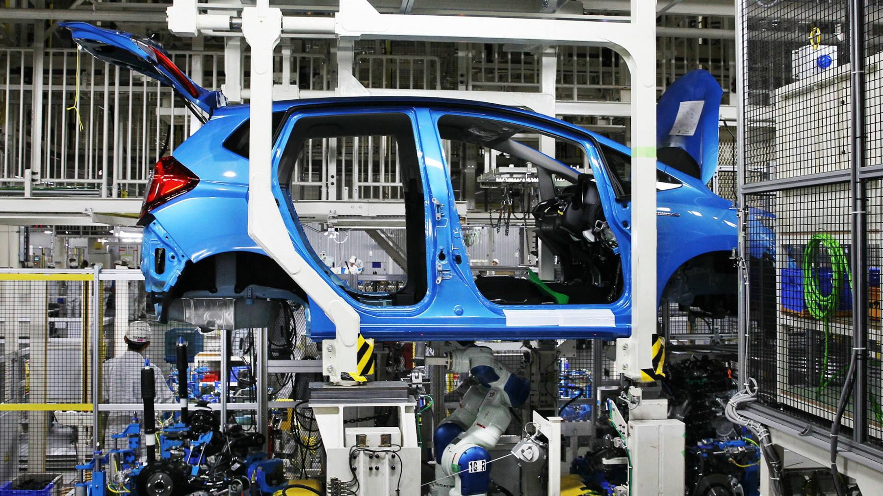 Các hãng xe Nhật giảm sản lượng tới hơn 1 triệu xe