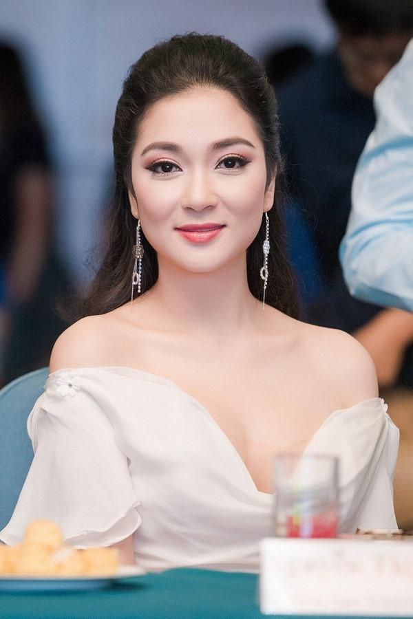 """Ngỡ ngàng với vẻ đẹp """"hoa hậu của các hoa hậu"""" Nguyễn Thị Huyền 17 năm trước - 5"""