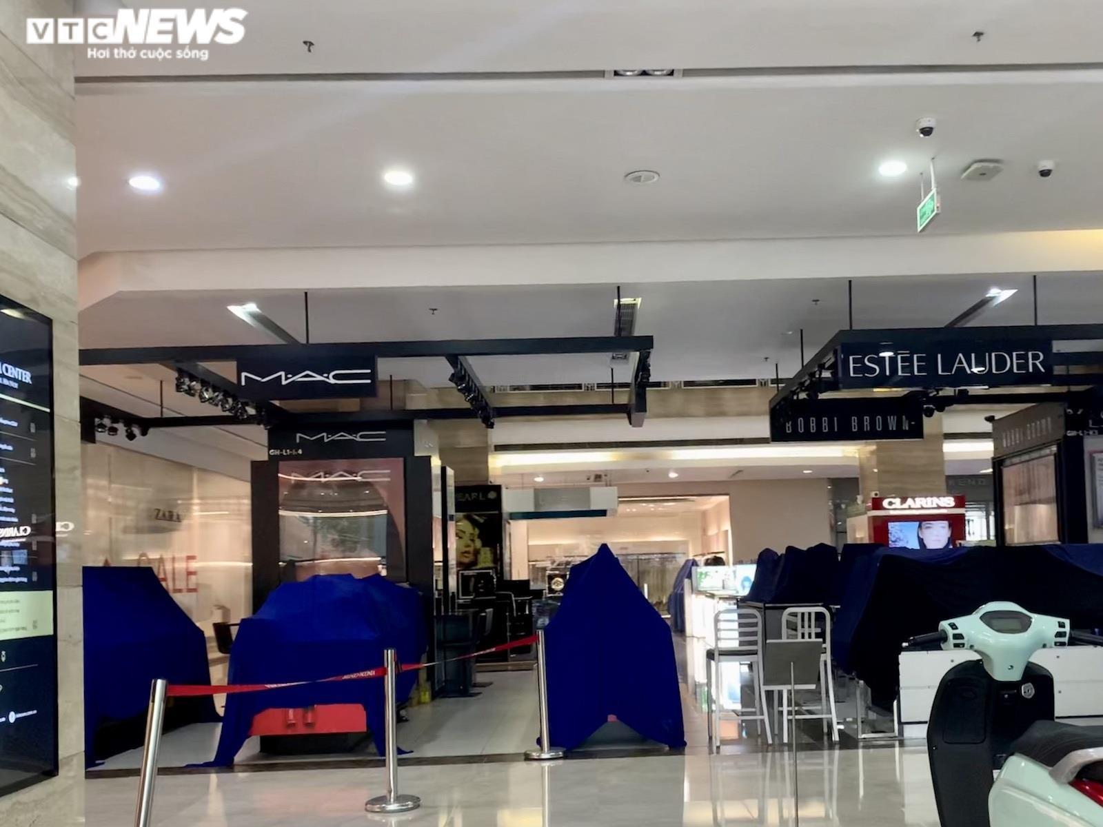 Hà Nội nới lỏng giãn cách, trung tâm thương mại vẫn ngủ vùi trong vắng lặng - 3