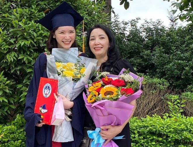 Nữ sinh Đại học Kinh tế Quốc dân tốt nghiệp bằng xuất sắc - 1