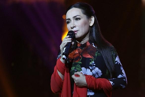 Bệnh tình ca sĩ Phi Nhung chuyển biến xấu, Trizzie Phương Trinh trích quỹ làm từ thiện cầu nguyện cho em nuôi