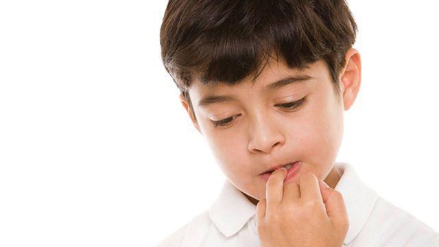 Trẻ nghiện cắn móng tay có thể bắt nguồn từ một căn bệnh tâm lý, cha mẹ cần loại bỏ càng sớm càng tốt-1
