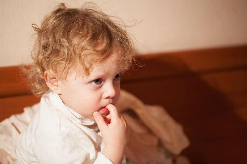 Trẻ nghiện cắn móng tay có thể bắt nguồn từ một căn bệnh tâm lý, cha mẹ cần loại bỏ càng sớm càng tốt-3
