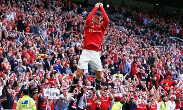 Đồng đội MU choáng váng khi bước vào nhà Ronaldo