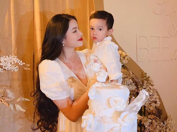 2 con trai của Phạm Hương-4
