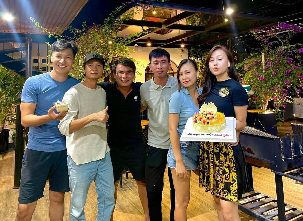 Dự sinh nhật Phương Oanh, Mạnh Trường lôi thôi khác xa phim-3