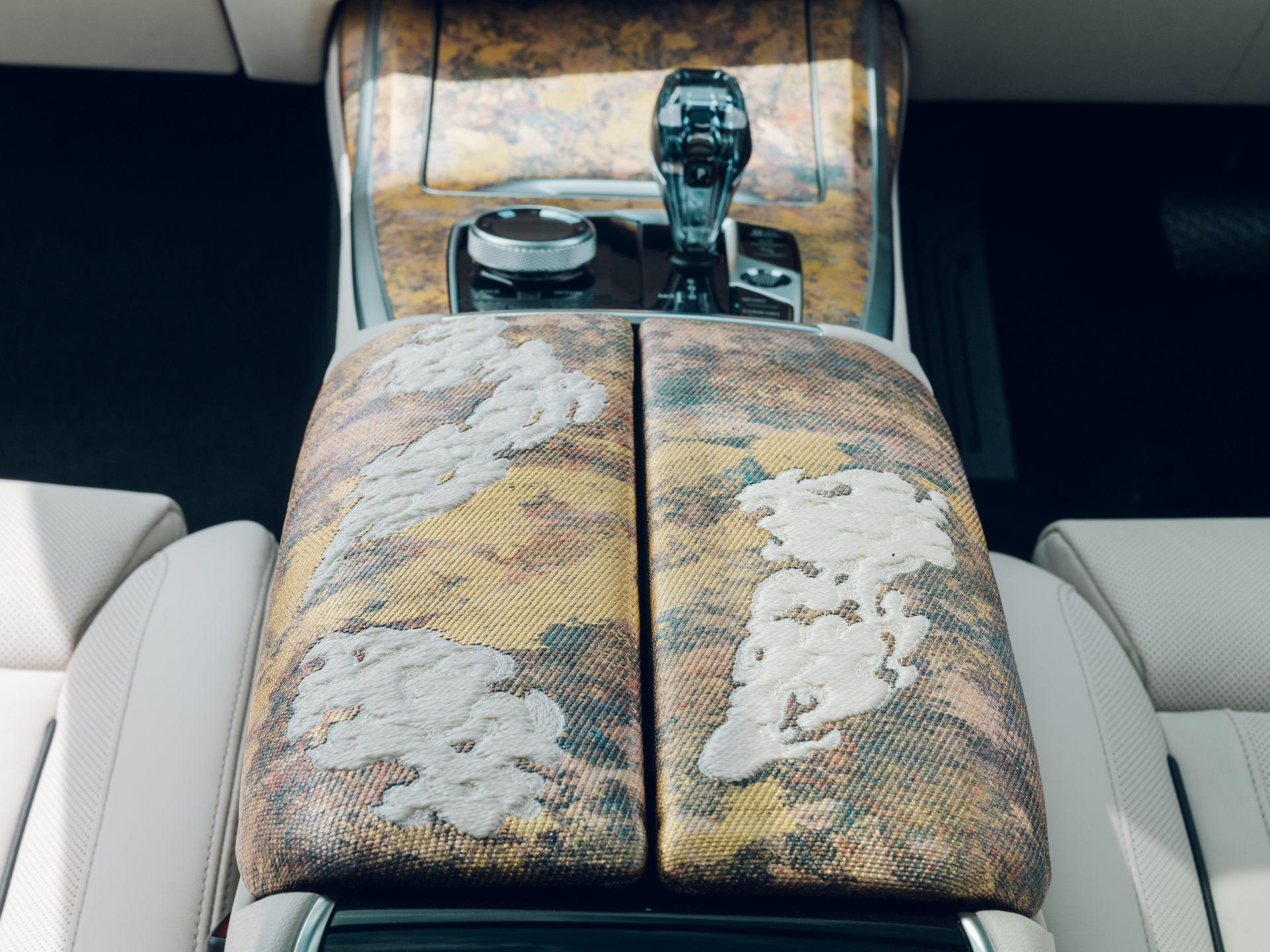BMW X7 Nishijin Edition có nội thất đặc biệt
