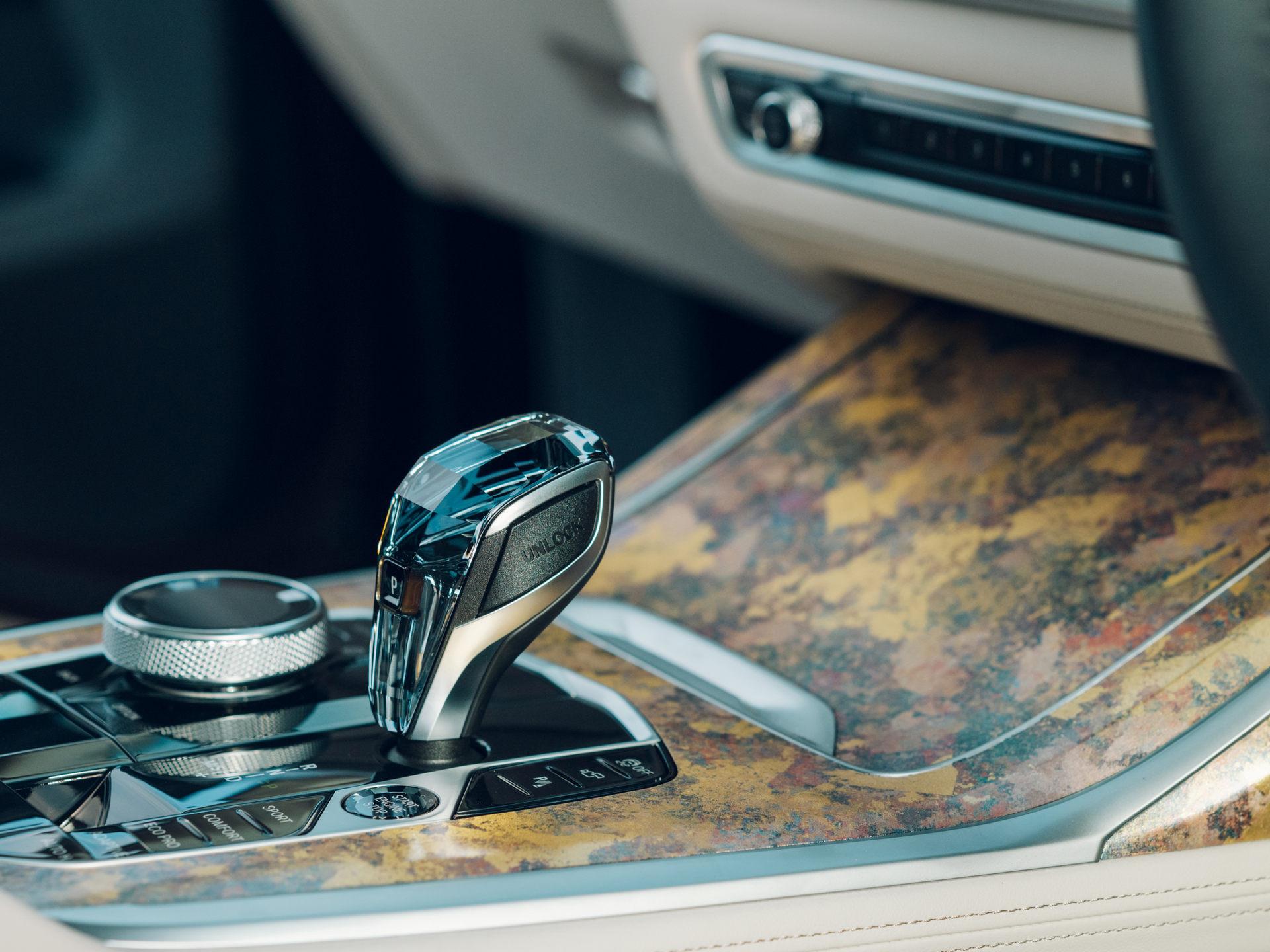 Chất liệu trang trí đặc biệt trên BMW X7 Nishijin Edition