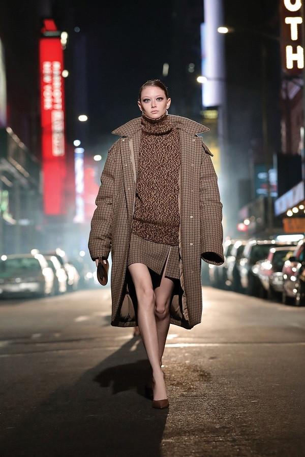 6 chiếc áo khoác nổi bật bạn sẽ thấy trong mùa thu đông tới - 2