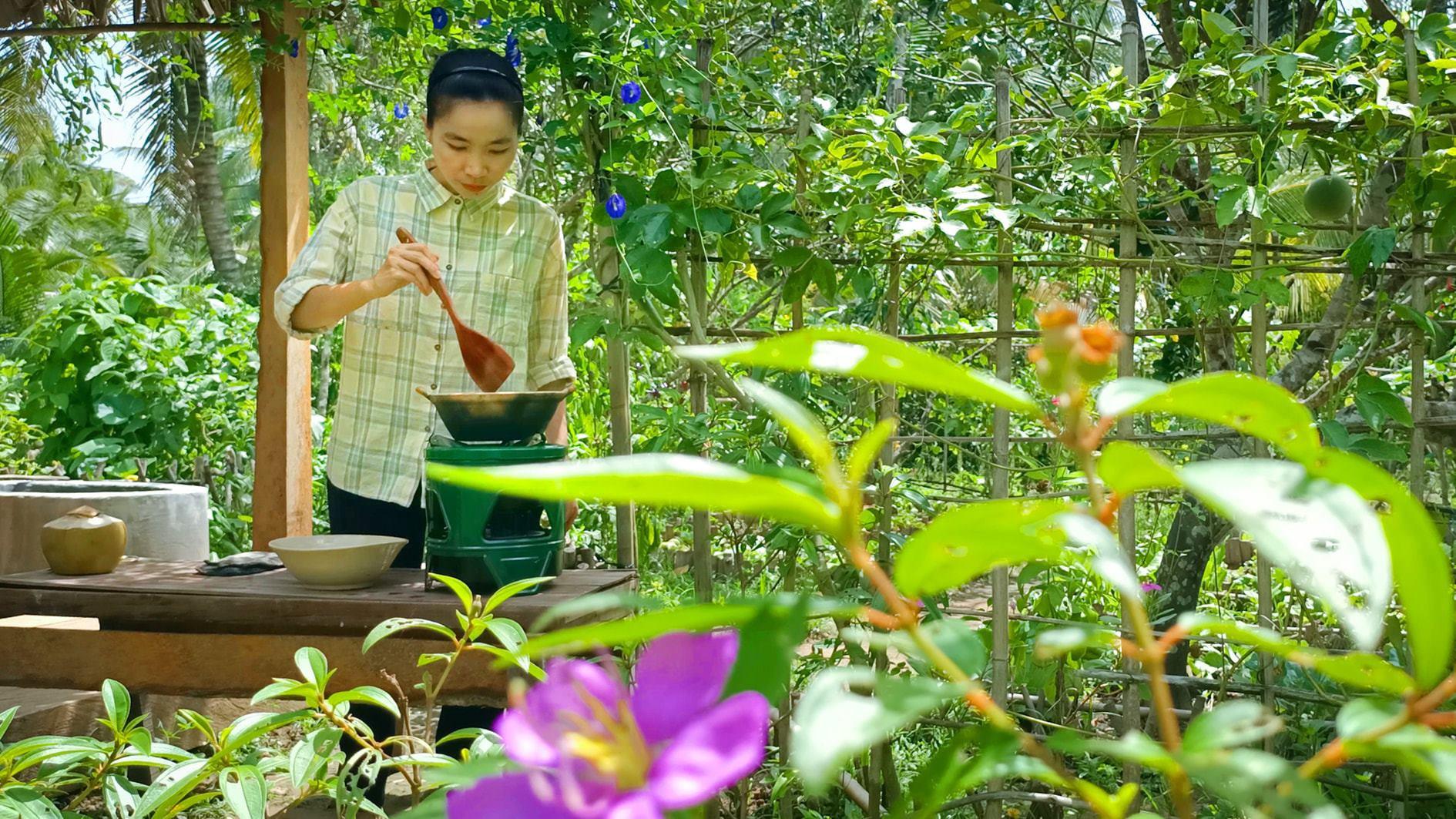 Bỏ phố về quê, cặp vợ chồng Bến Tre làm khu vườn 500m2 tràn ngập rau trái - 5