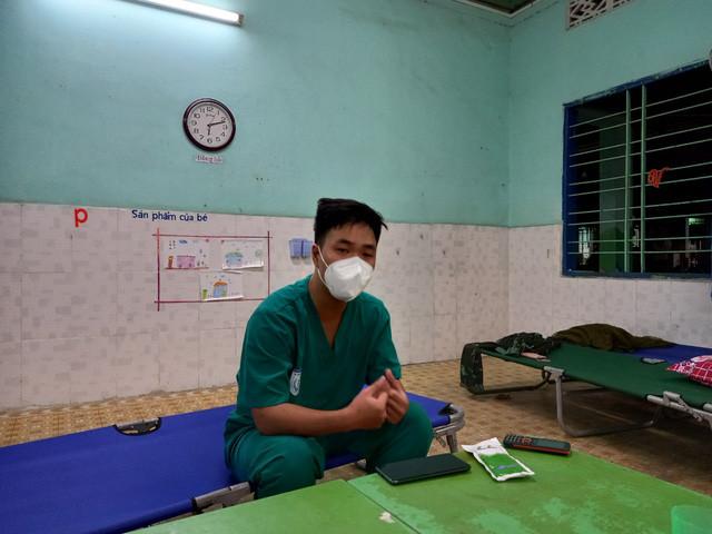 Khi trạm y tế lưu động có thêm tình nguyện viên tư vấn tâm lý - Ảnh 2.
