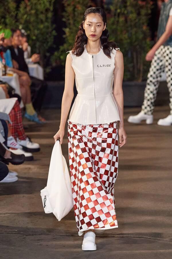Daha Phương Oanh sải bước ấn tượng tại tuần lễ thời trang Milan