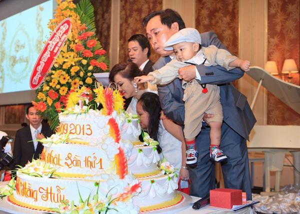 Đàm Vĩnh Hưng mặc style Fuho hát trong tiệc bà Phương Hằng-2