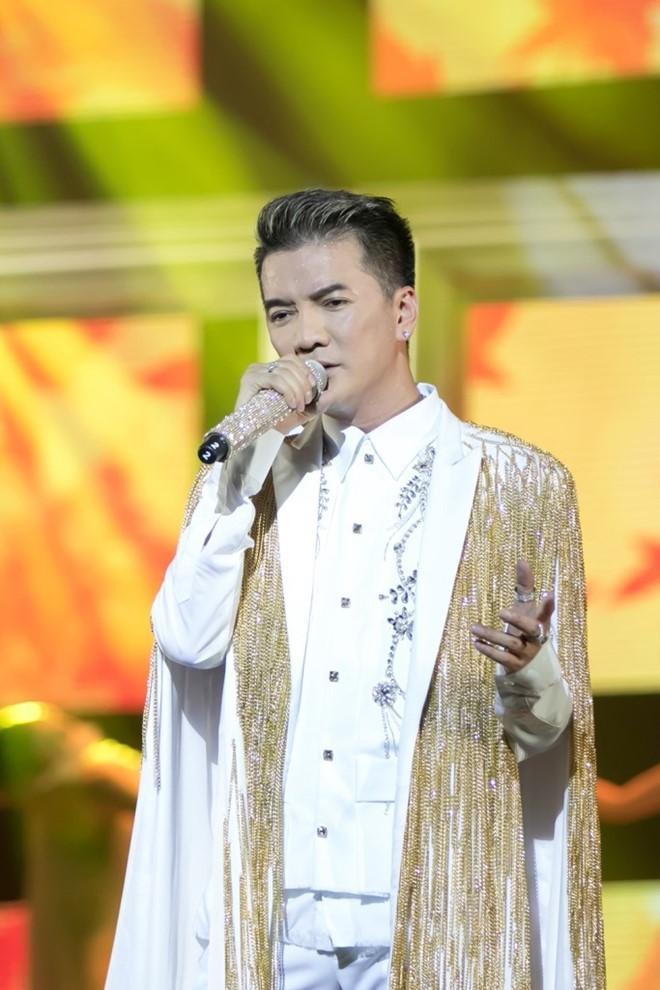 Đàm Vĩnh Hưng mặc style Fuho hát trong tiệc bà Phương Hằng-13
