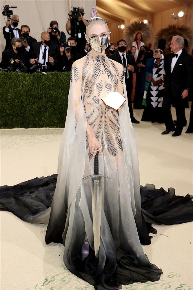 Grimes - cô ca sĩ vừa chia tay tỷ phú Elon Musk có gu ăn mặc dị biệt-2