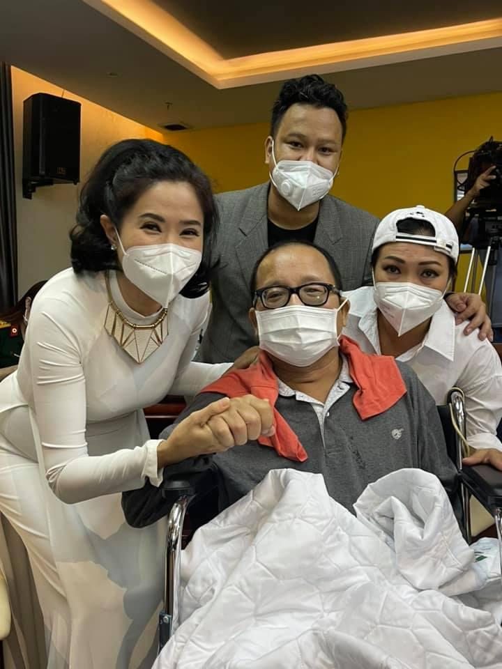 Hình ảnh mới của nghệ sĩ Trần Mạnh Tuấn sau hơn 1 tháng nằm viện-1