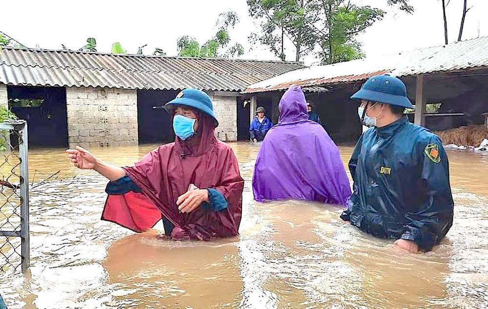 Thủy điện và hồ đập xả lũ, nhà dân ở Nghệ An ngập sâu trong nước-5