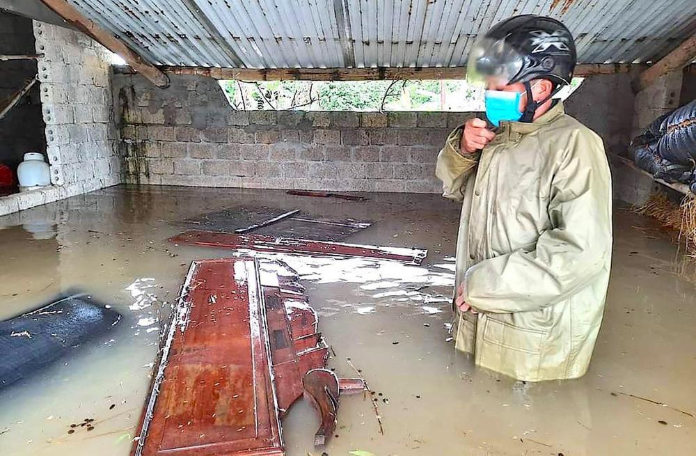 Thủy điện và hồ đập xả lũ, nhà dân ở Nghệ An ngập sâu trong nước-7
